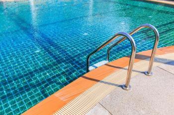 プールの季節到来です。